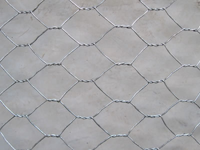 The hexagonal wire mesh is smooth surface of the galvanized coating, with twist opening looks beautiful.