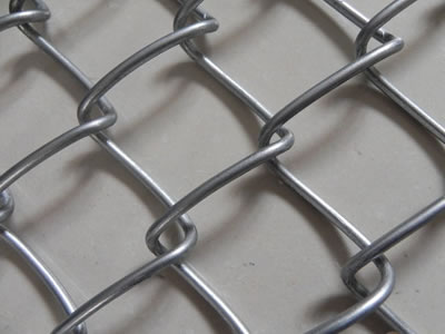 This is a small piece of chain link wire mesh that the wire mesh is linked by the way of chain link together.