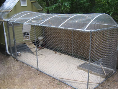 This picture that mainly shows to us is the large wire mesh cage, also a small slid ramp and movable tray.